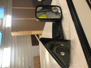 Tow mirrors for a dodge ram