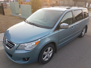 2009 Volkswagen Routan Execline.  Every option