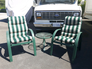 2 Patio Chairs with Side Table