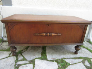 Charming Antique (c1935) LANE Cedar Chest- Great Condition!