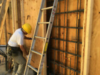 carpenters, carpenter helpers and construction workers needed