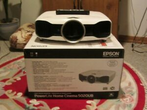 Epson 5020 Projector 5 years old ; Like new
