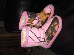 Pink camo toddler boots