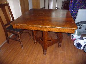 Ensemble table et chaises en bois