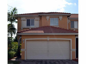 **SPACIOUS TOWNHOUSE WITH LOFT** - located in Fort Myers, Fl