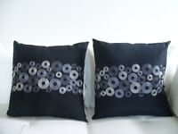 2 STYLISH ACCENT PILLOWS *** CAN DELIVER