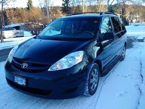 2008 Toyota Sienna LE Minivan, Van