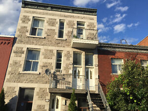 Bright spacious 5 1/2 in Mile End to share with one person. $600