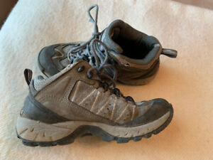 Beginner Hiking Boots - Size 7 to 7.5