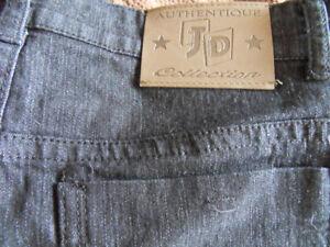 """À vendre jean JD extensible taille 32 """" et 30 pouces entrejambe."""