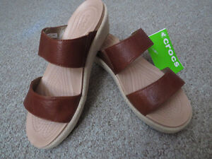 Crocs Women A Leigh 2 Strap Mini Wedge