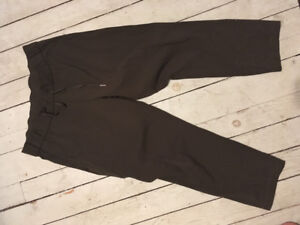 Lululemon on the fly pants in black size 8+10 and olive size 10