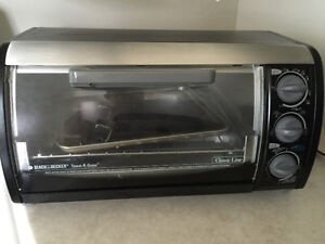 Black and Decker oven toaster.