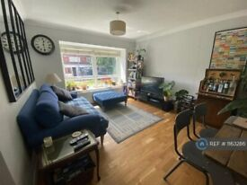2 bedroom flat in Thurlow Court, London, E11 (2 bed) (#1163286)