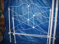 Antique wrought iron 3/4 bedframe