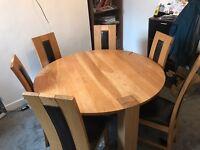 OAK DINING TABLE!! Very heavy 2k new