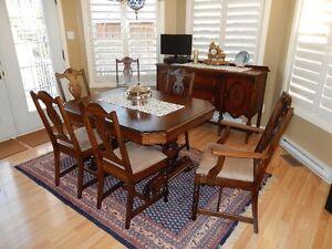 Mobilier de salle à manger antique