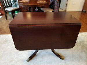 Duncan Phyfe drop leaf table & 4 harp back matching chairs.