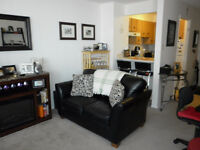 CentretownBachelor Alcove - All inclusive  with AC!!