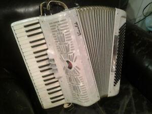 VIVALDI 120 BASS PIANO ACCORDION