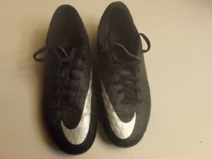 Nike Outdoor Soccer Shoes Cleats Youth Size 6