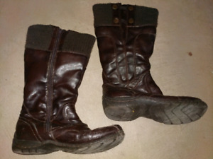 Ladies winter boots - size 8 (39)