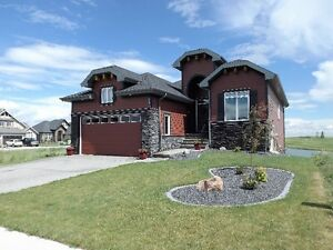 Walkout Bungalow Backing On Golf Course 20 Min East of Stoney Tr