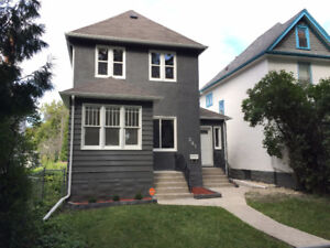 BRIGHT AND CLEAN ST. JOHNS TRIPLEX FOR RENT!