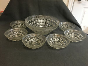 Crystal Serving Bowl With 6 Dessert Bowls