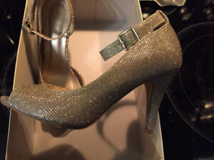 Size 6 Le Chateau high heels