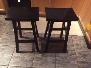 2 island/bar stools