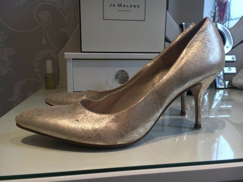 Gold court shoes size 7