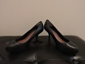Women's Black Leather Pumps