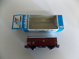 HO scale model train cars