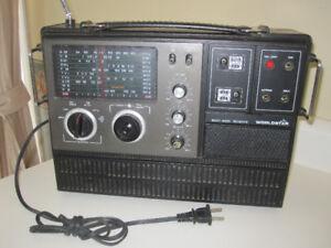 Vintage radio de table des années 60, CB, FM, plusieurs bandes