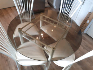 Round Glass table, four chairs