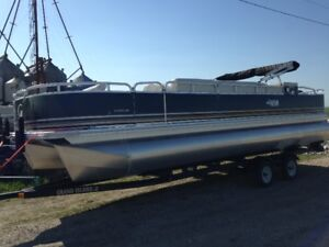 2018 Grand Island 24ft pontoons at GREAT price!