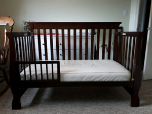 Crib/Daybed and Change Table