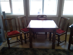 Antique dinimg room table and chairs