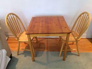 Très jolie table + 2 chaise