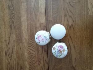 4 sets of Gainsborough porcelaine door knobs