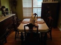 Pretty 9 Piece Dining Room Suite