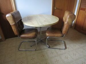 Retro Round Table and Five Chairs