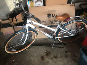 10/10 condition Women's Huffy Classic Bike with upgrades!!!