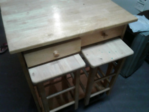 Fold-up table with two chairs
