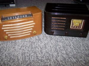 TWO VINTAGE MANTEL RADIOS IN WORKING CONDITION