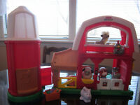 FISHER PRICE LITTLE PEOPLE BARN, SILO AND LOADS OF ACCESSORIES!!