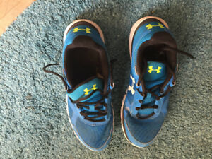 Size 10 adult Under Armour running shoe