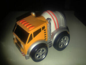 Kid Galaxy Soft and Squeezable Pull Back ciment truck