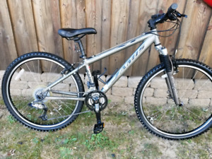 Jamis 2-0 XC Mountain Bike 27 Speed Bicycle